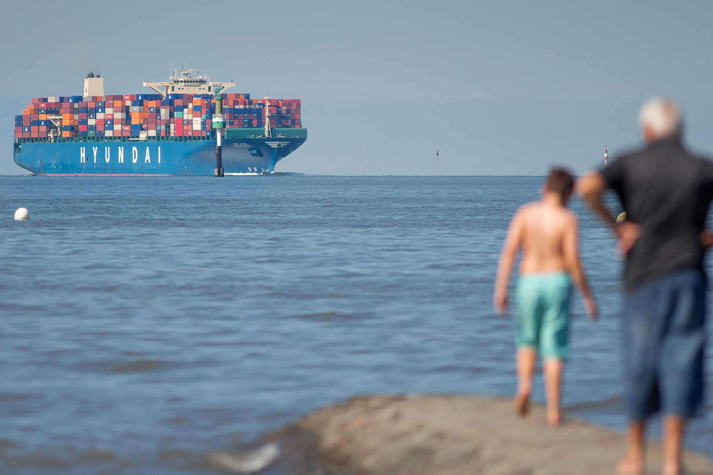 Villa Caldera Cuxhaven Containerschiff